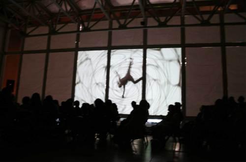 danza aérea y video proyección